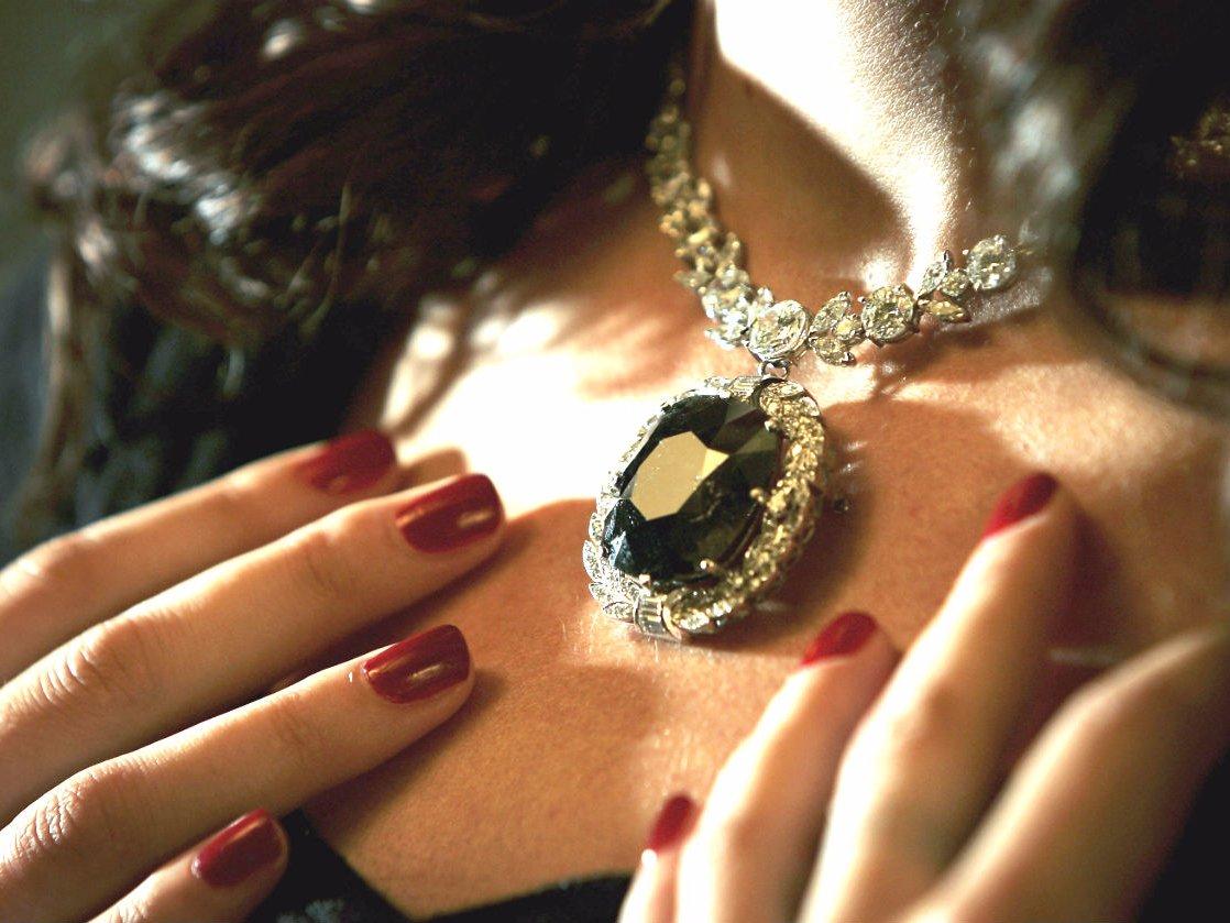 Черный бриллиант для женщины Козерога.